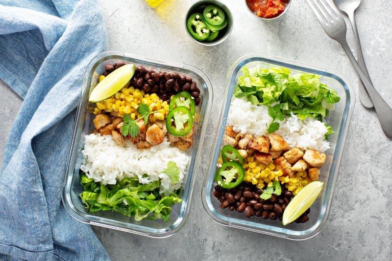 Здоровое зеленое приготовление уроков еды с цыпленком стоковые фото