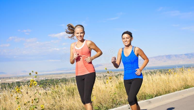 здоровые женщины jog стоковая фотография