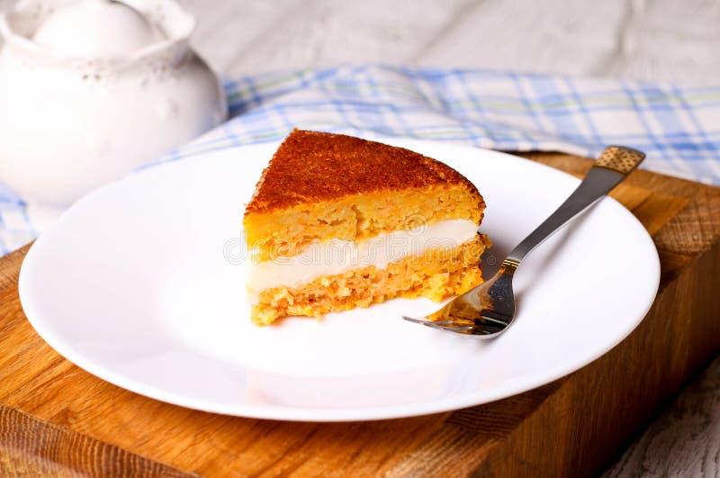 Здоровый домодельный торт моркови стоковое изображение