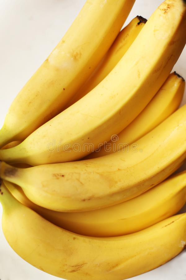 Здоровый желтый вытрезвитель Свежий банан стоковое изображение