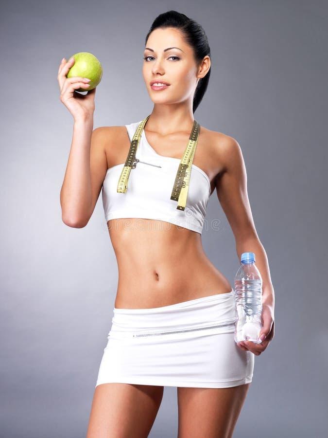 Здоровый уклад жизни женщины с тонкий телом стоковые изображения