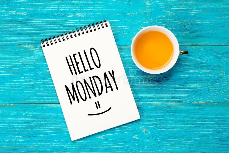 Здравствуйте понедельник, текст в блокноте стоковые изображения