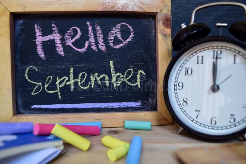 Здравствуйте! сентябрь задняя школа принципиальной схемы к стоковые изображения rf