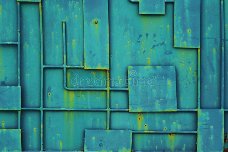 Зеленая загородка утюга с картиной геометрических линий металла Полная предпосылка рамки картины дверной рамы металла стоковые фотографии rf