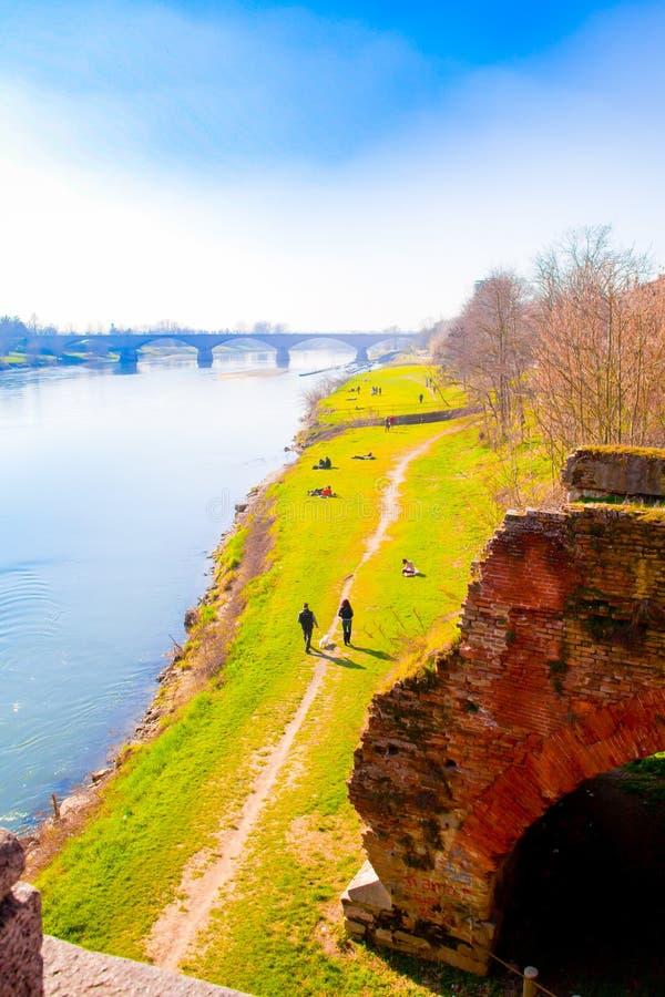 Зеленая зона Vul Павии и мост свободы стоковая фотография rf
