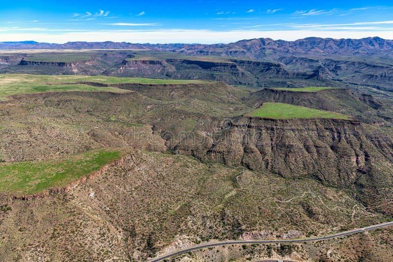 Зеленая трава на Black Mesa стоковые фотографии rf