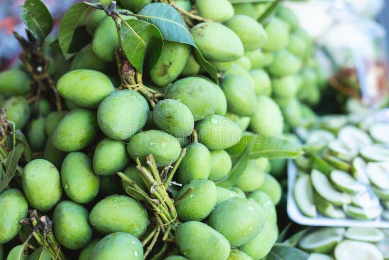 Зеленое манго стоковое изображение rf