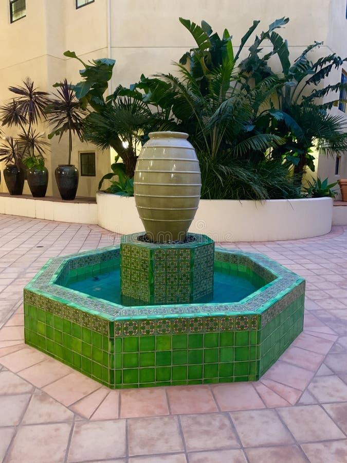 Зеленое основание фонтана стоковая фотография rf