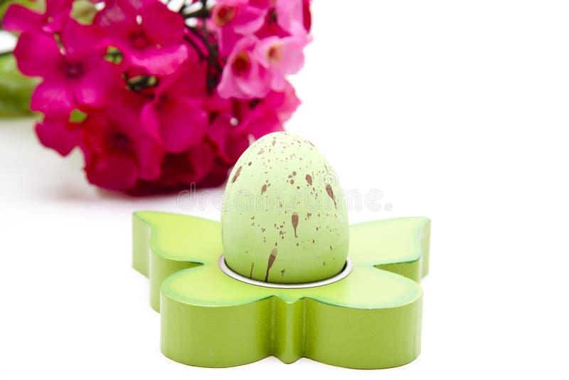 Зеленое пасхальное яйцо стоковое фото