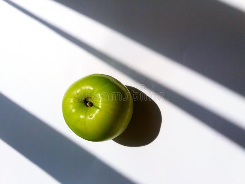 Зеленое яблоко Jujube или обезьяны изолированное на белой предпосылке стоковые фото