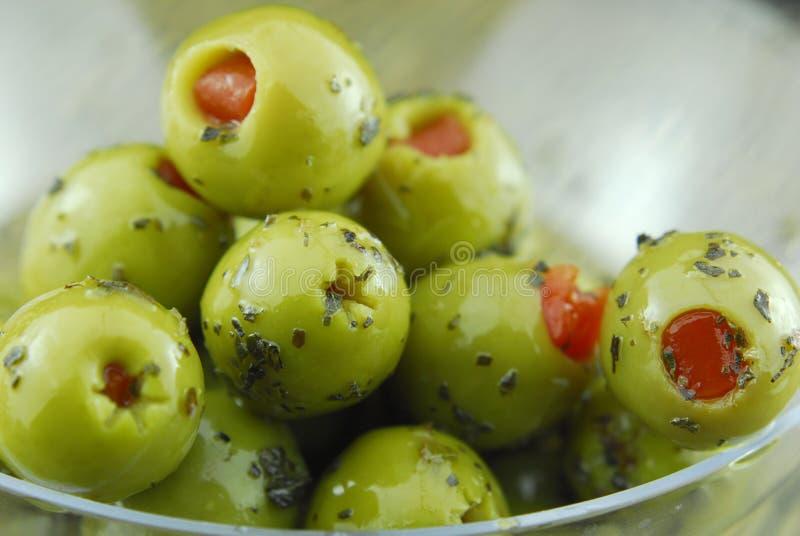 зеленые заполненные оливки стоковое фото