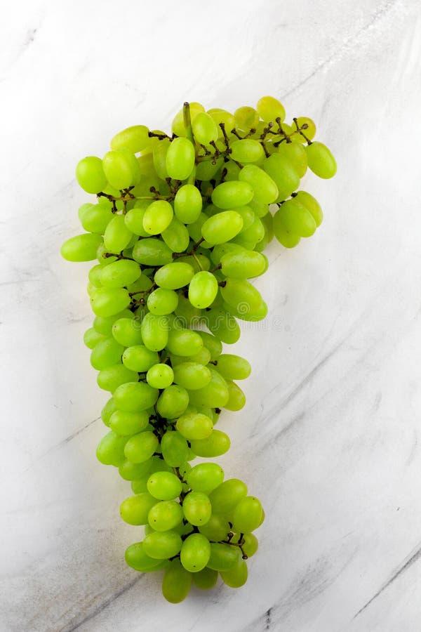 зеленые зрелые ягоды виноградины стоковые фотографии rf