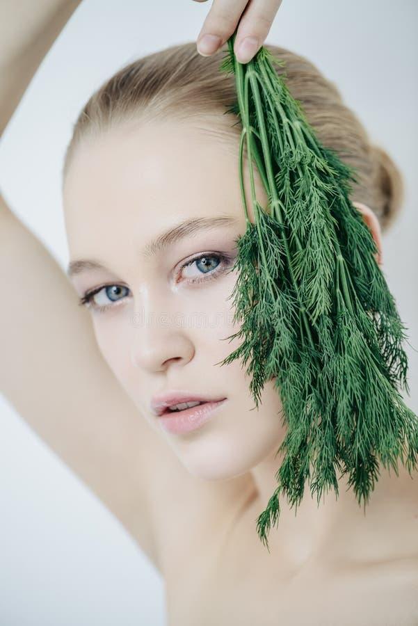 Зеленые цвета для заботы кожи стоковое изображение