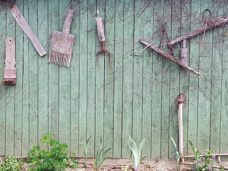 Зеленый деревянный woodshed стоковое изображение