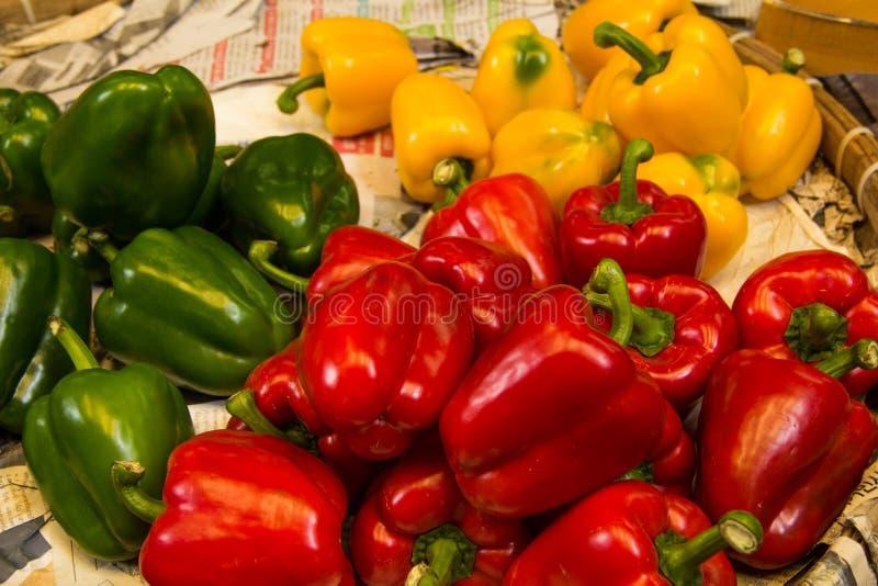 Зеленый, желтый и красный болгарский перец стоковые фотографии rf
