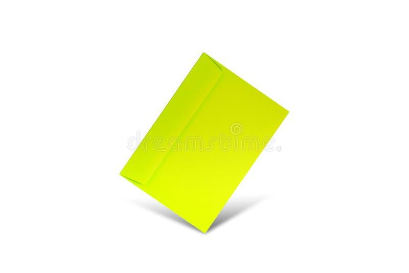 Зеленый конверт на белой предпосылке с космосом экземпляра Плоский положенный модель-макет на день Святого Валентина, день женщин стоковое изображение
