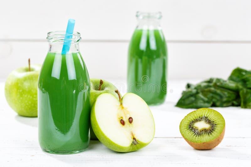 Зеленый плодоовощ шпината кивиа яблока сока smoothie приносить стоковая фотография rf