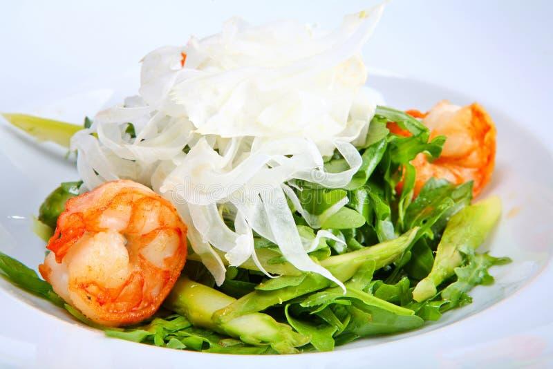 зеленый салат креветок короля стоковое изображение rf