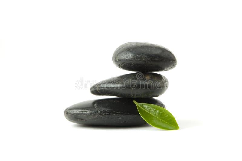 зеленый стог камушков листьев стоковое фото rf