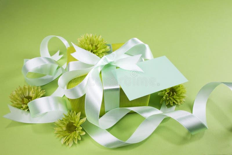 зеленый цвет подарка коробки предпосылки стоковые фотографии rf