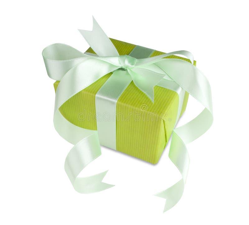 зеленый цвет подарка коробки смычка стоковые изображения