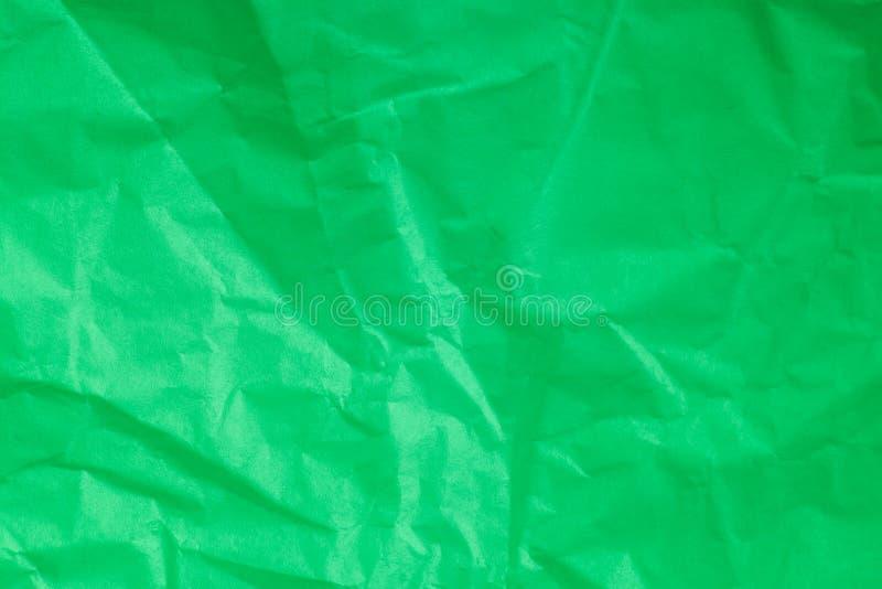 Зеленый цвет скомкал бумажную предпосылку стоковые изображения