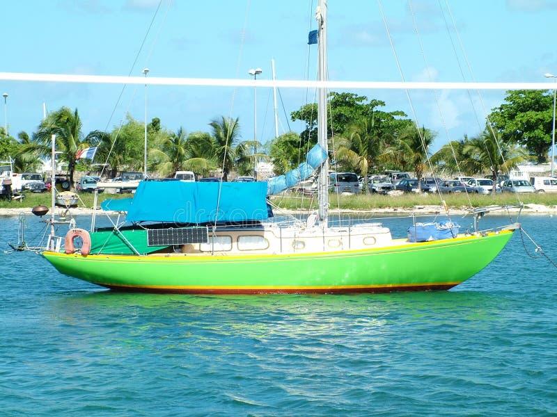 зеленый цвет шлюпки стоковое фото rf