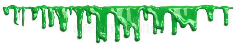 Зеленый шлам как краска капая на белизне стоковое изображение