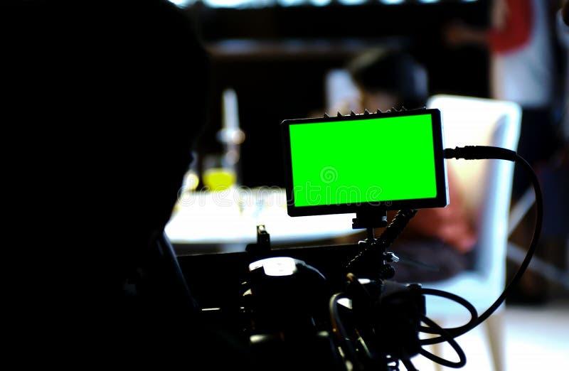 Зеленый экран на предпосылке монитора и нерезкости стоковое фото