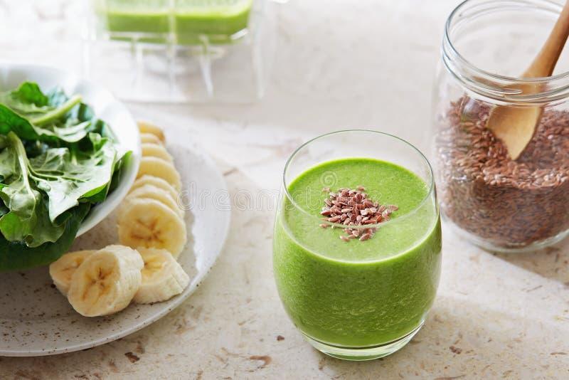 Зеленый smoothie вытрезвителя стоковое фото