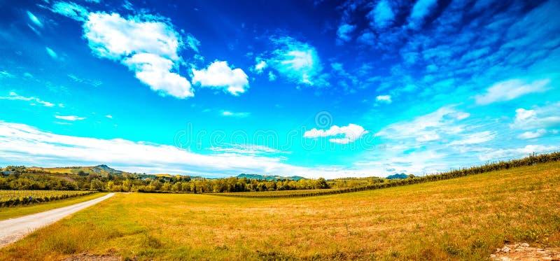 Земледелие на холмах Тосканы и Romagna Apennines стоковая фотография