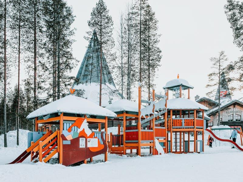 Земля игры детей в деревне Лапландии Санта Клауса стоковые фото