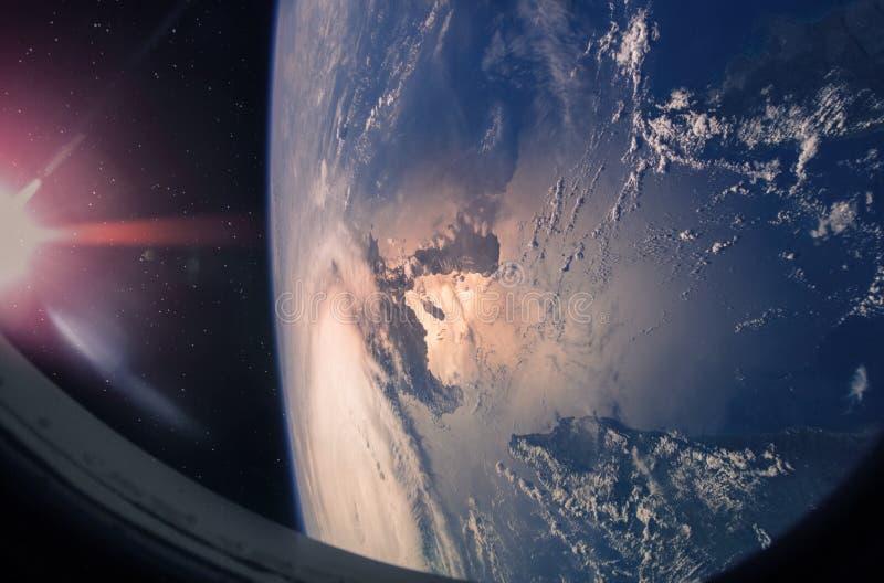 Земля и ураган планеты от космического пространства стоковая фотография