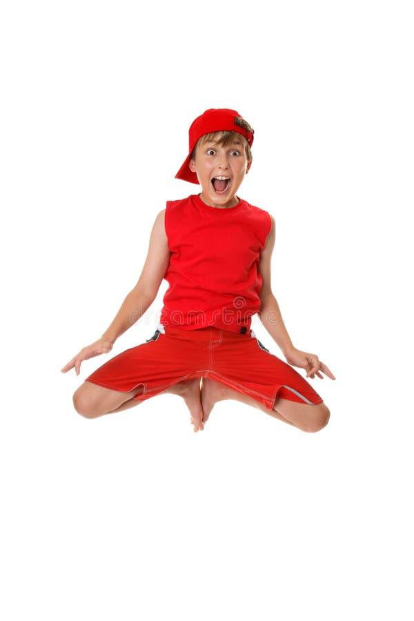 земля мальчика excited скача  стоковая фотография