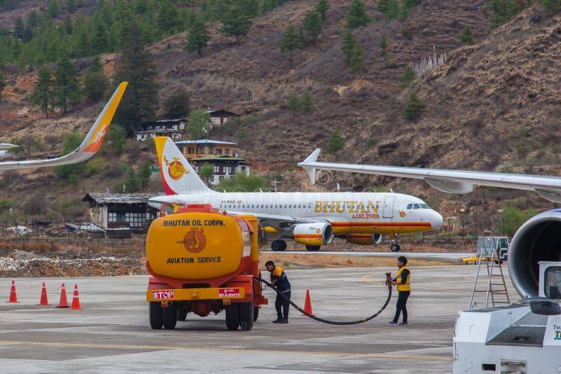 Земные обслуживания на международном аэропорте Paro в Бутане стоковое фото rf