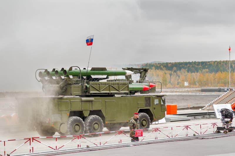 Земл ракетные комплексы Buk-M1-2 в дыме стоковые изображения