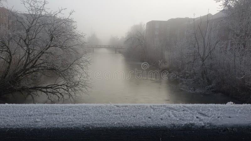 земля дня замерзая отдыхает зима вала снежка стоковые изображения