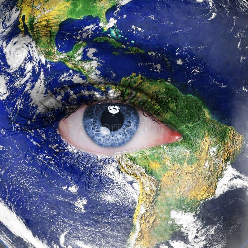 Земля планеты и голубой людской глаз стоковая фотография