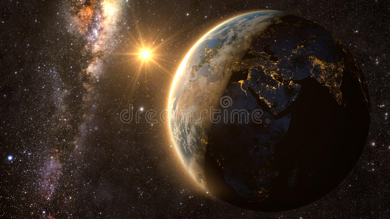 Земля планеты с эффектным заходом солнца, стоковое фото