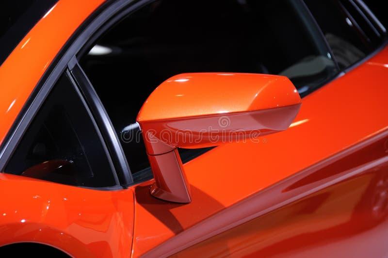 Зеркало крыла автомобиля Lamborghini стоковые изображения rf