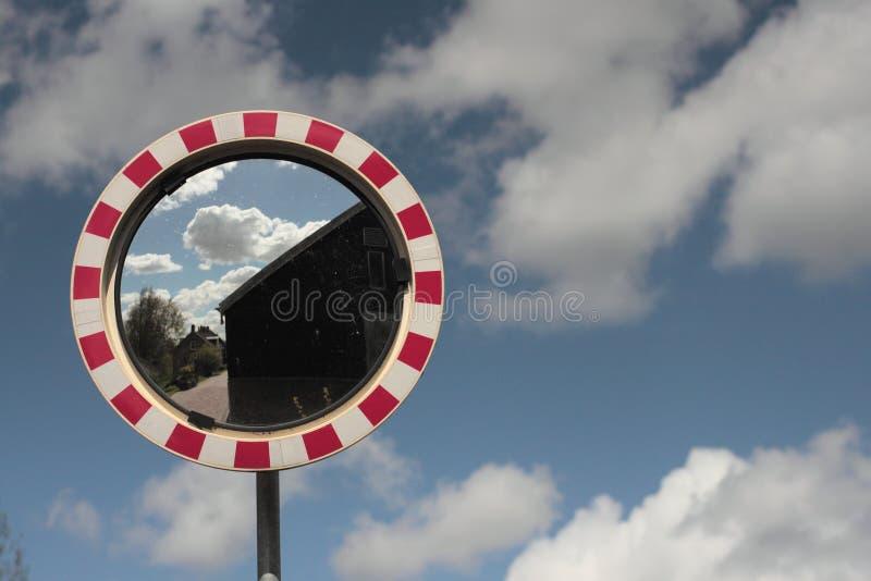 Зеркало и облака стоковое фото