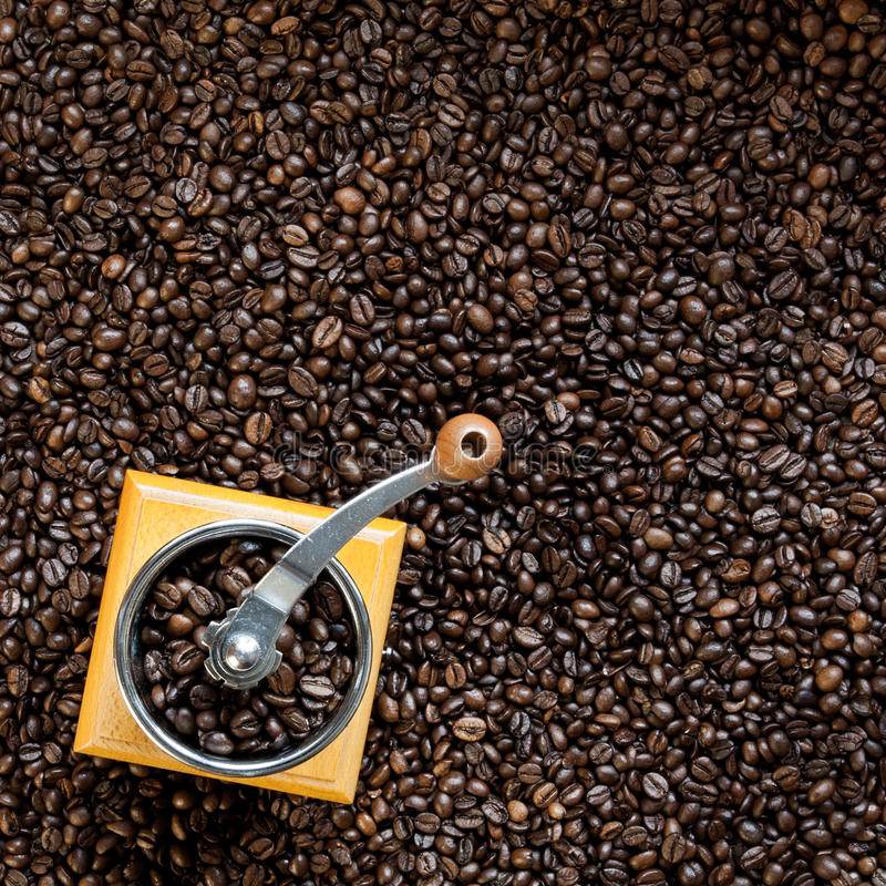 Зерна и механизм настройки радиопеленгатора кофе стоковая фотография