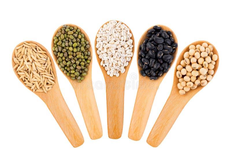 Зерна хлопьев, семена, фасоли на белой предпосылке стоковые изображения rf
