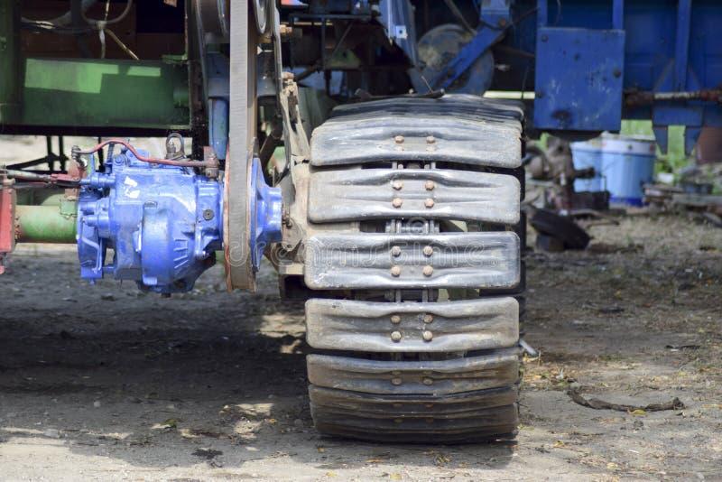Зернокомбайн тележки Crawler Жатки зернокомбайна аграрное машинное оборудование засаживая весну сеялки стоковое изображение
