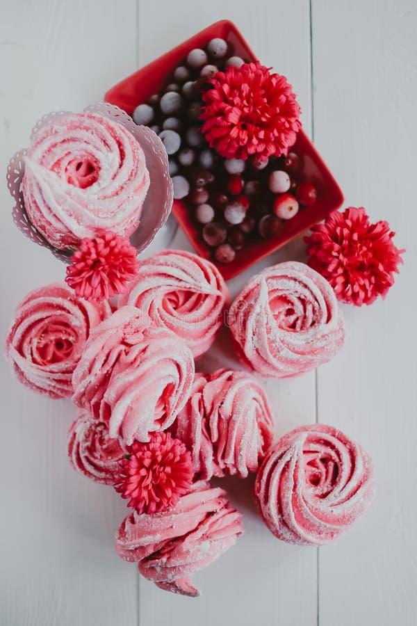 Зефир от клюквы, розовой Розовые цветки Домодельный zephyr стоковая фотография rf