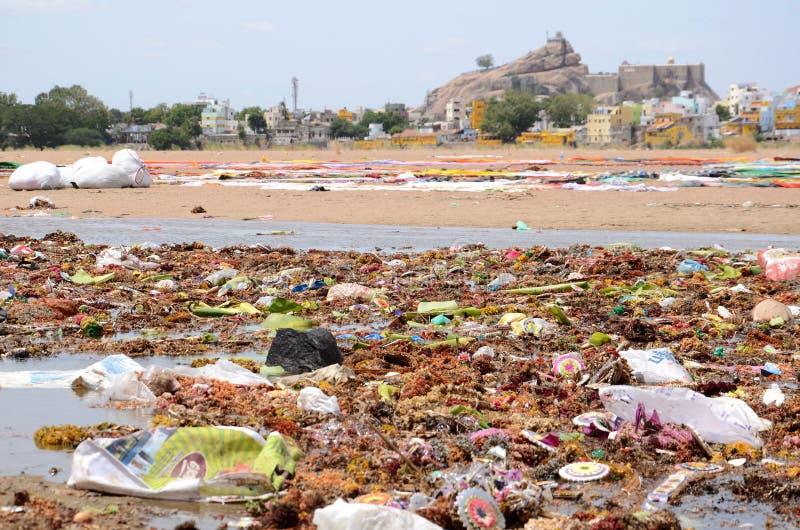 зеленая вода загрязнения примечания стоковая фотография rf