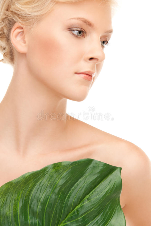 зеленая женщина листьев стоковые фото