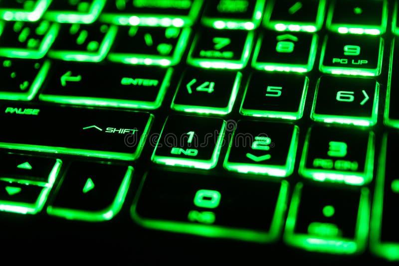 зеленая дневная клавиатура компьютера стоковое изображение