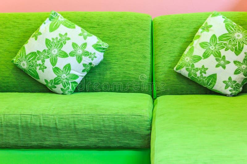 зеленая софа стоковое фото rf