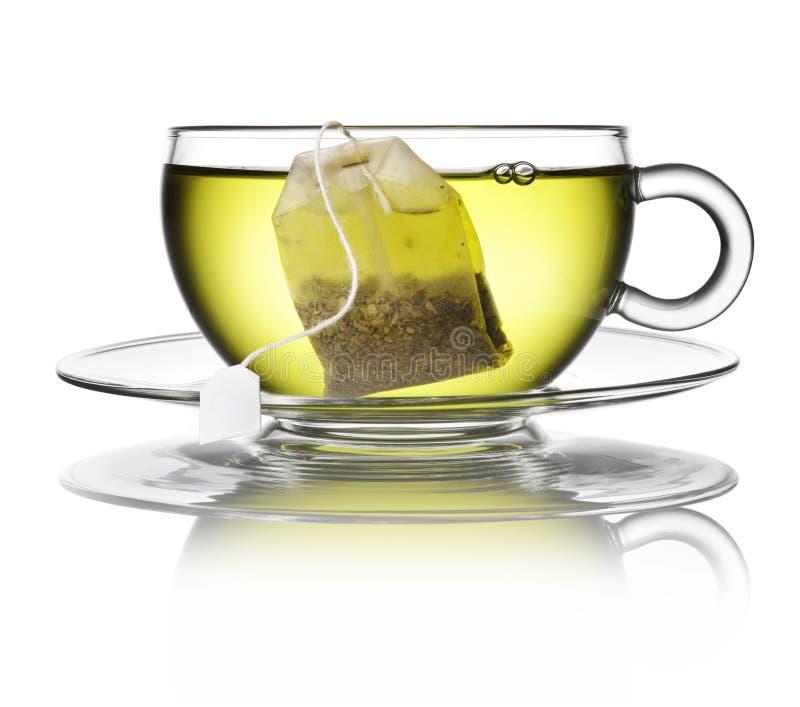 Зеленая травяная чашка пакетика чая стоковые изображения